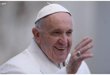 papa Francesco saluto benedicente